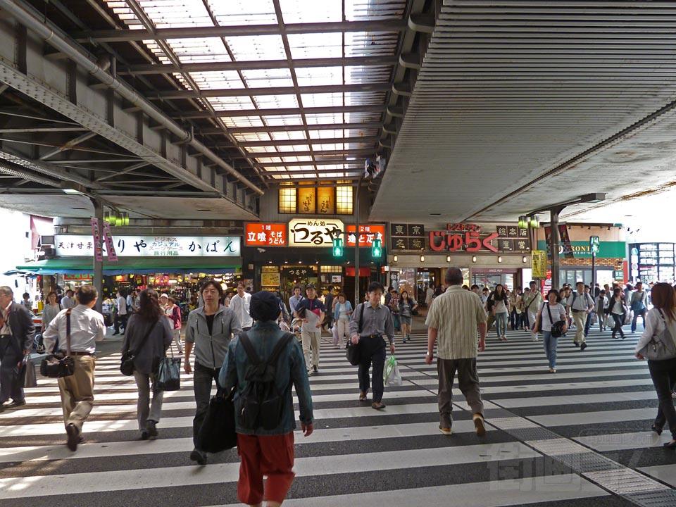 上野駅・御徒町駅前 街並み(町並...