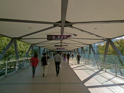 京王府中競馬正門前駅前写真画像